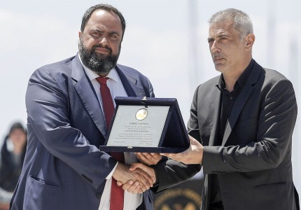 The donor mr Evangelos Marinakis received a honorary plaque by mr Yannis Moralis Mayor of Piraeus