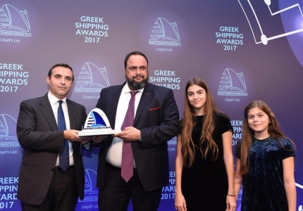 Mr. Evangelos Marinakis, with daughters Irene and Eleni, receives the Greek Personality of the Year Lloyd's List Shipping Award 2017 from Mr. Konstantinos Vasiliou of Award Sponsor, Eurobank